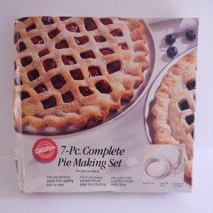 New 1993 Wilton 7 Piece Complete Pie Baking Set